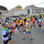 rome-marathon-2013-runner-crowd