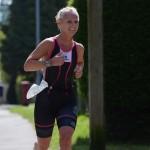 oldbury-white-horse-triathlon-2014-woman-frontrunner
