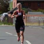oldbury-white-horse-triathlon-2014-woman-running