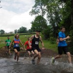 darrens-dash-2014-runners-river-crossing
